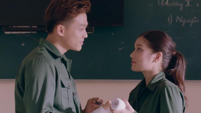 Hoang Yen Chibi hoa than thanh quan nhan, theo duoi crush trong MV moi hinh anh 4