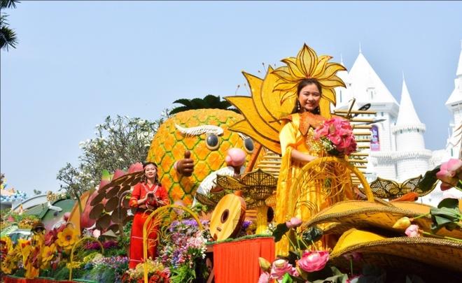 Ve Suoi Tien du le Gio quoc to Hung Vuong va dai le 30/4 - 1/5 hinh anh