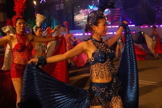 Carnaval Ha Long se mo man tren san khau dai 150 m hinh anh