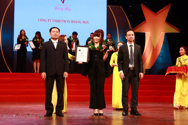 Hoa tra Hoang May lot top 30 Thuong hieu manh dat Viet 2018 hinh anh