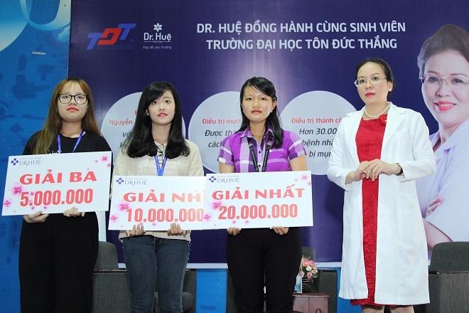 Trung tam tri mun Dr. Hue dong hanh cung sinh vien DH Ton Duc Thang hinh anh