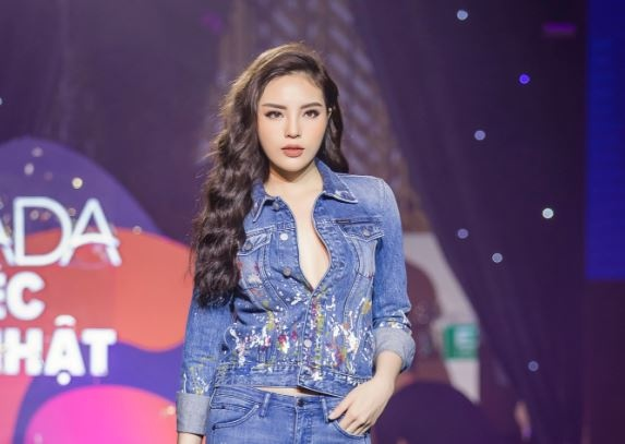 Ky Duyen khoe than thai vedette trong show dien mung sinh nhat Lazada hinh anh