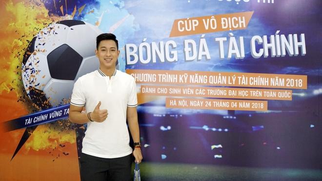Hot boy cau long Pham Hong Nam: 'VDV chay show la chuyen binh thuong' hinh anh 2