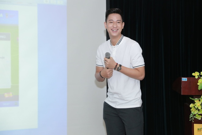 Hot boy cau long Pham Hong Nam: 'VDV chay show la chuyen binh thuong' hinh anh 4