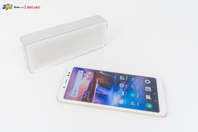 FPT Shop tang 1.000 loa Xiaomi Basic 2 cho khach mua Redmi Note 5 hinh anh 1