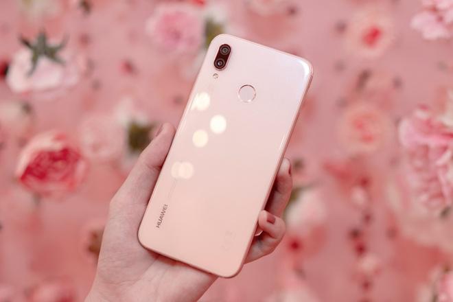 Can canh Huawei Nova 3e phien ban mau hong hinh anh