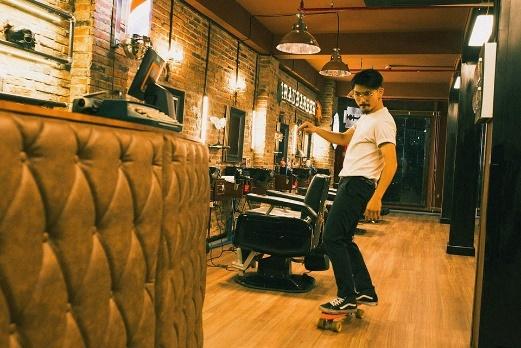 Sao Viet du khai truong tiem toc 4RAU Barber Shop hinh anh 1