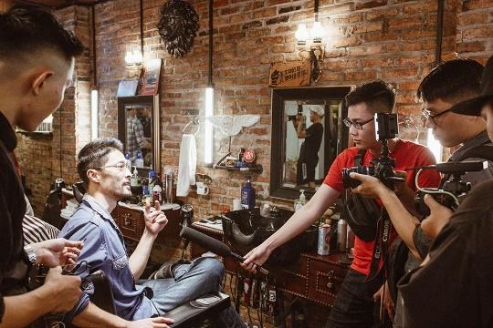 Sao Viet du khai truong tiem toc 4RAU Barber Shop hinh anh 6