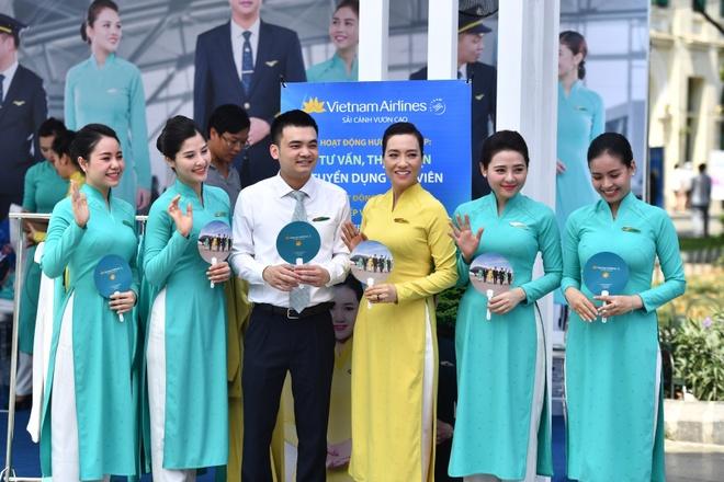Giao luu van hoa, nhan uu dai lon tai 'Khong gian Vietnam Airlines' hinh anh