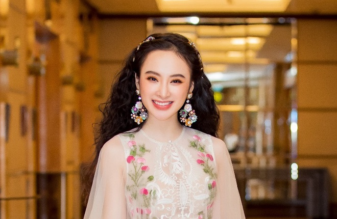 Angela Phuong Trinh hoa cong chua vay hoa, Sam quyen ru trong su kien hinh anh