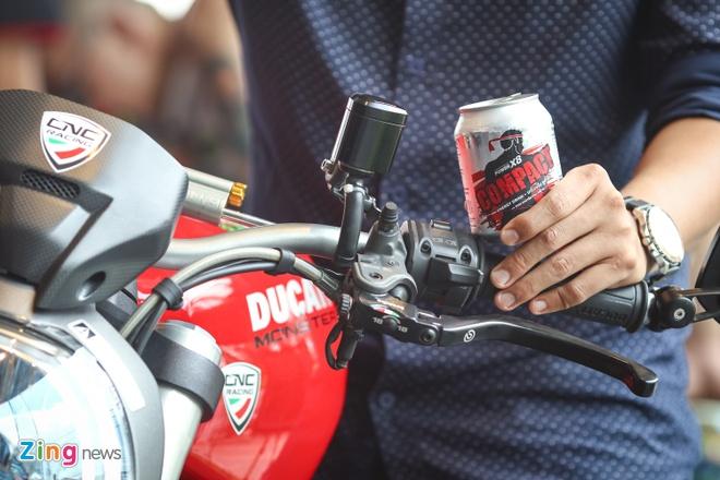 Nuoc tang luc Compact dong hanh voi sieu xe Ducati Monster moi hinh anh