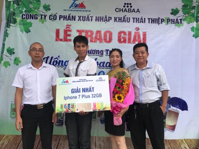 Nhung khach hang may man trung lon tu nuoc trai cay Chabaa Thai Lan hinh anh