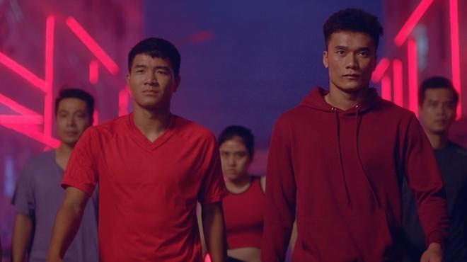 Cong Vinh, Bui Tien Dung xuat hien trong MV co vu World Cup hinh anh