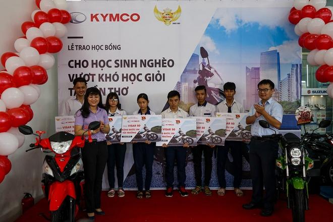 Kymco Viet Nam trao qua cho hoc sinh ngheo dat thanh tich tot hinh anh 1