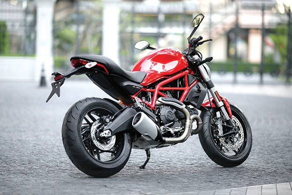 Khach hang Dien may Xanh bat mi meo am tron sieu xe Ducati hinh anh