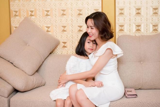 Luu Huong Giang: 'Toi biet cach de Ho Hoai Anh luon tu hao ve vo' hinh anh 2
