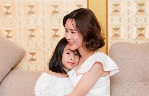 Luu Huong Giang: 'Toi biet cach de Ho Hoai Anh luon tu hao ve vo' hinh anh