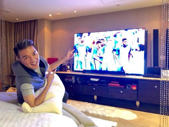 Dam Vinh Hung ru fan lap hoi toi nha xem World Cup hinh anh 1