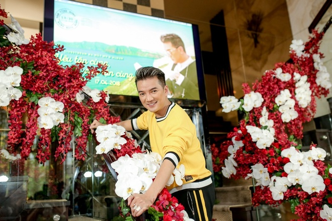 Dam Vinh Hung ru fan lap hoi toi nha xem World Cup hinh anh 3