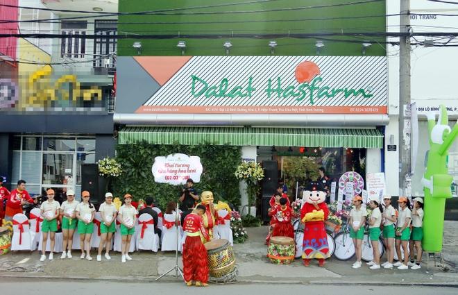 Dalat Hasfarm khai truong cua hang hoa tuoi dau tien o Binh Duong hinh anh 1