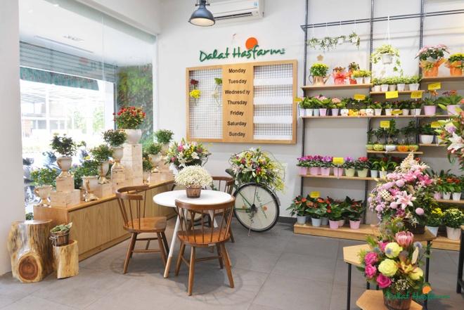 Dalat Hasfarm khai truong cua hang hoa tuoi dau tien o Binh Duong hinh anh