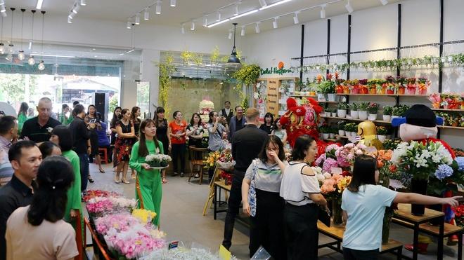 Dalat Hasfarm khai truong cua hang hoa tuoi dau tien o Binh Duong hinh anh 7