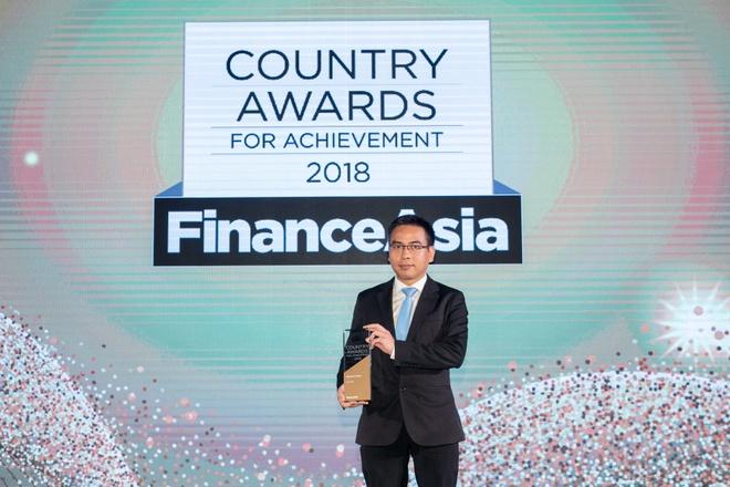 Vietcombank nhan giai Ngan hang tot nhat Viet Nam nam 2018 hinh anh