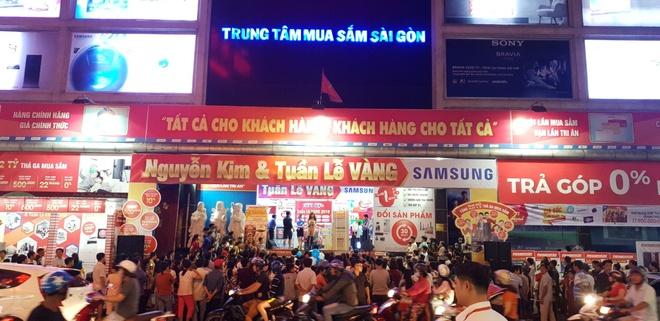 Nguyen Kim uu dai lon cho khach mua san pham Canon chinh hang hinh anh