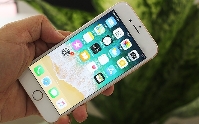 iPhone 6S lock gia 3,3 trieu dong, su dung khong can SIM ghep hinh anh