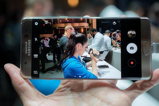 4 smartphone Samsung dang mua danh cho sinh vien hinh anh