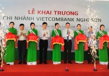 Vietcombank khai truong hoat dong chi nhanh Nghi Son hinh anh