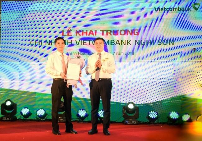 Vietcombank khai truong hoat dong chi nhanh Nghi Son hinh anh 4