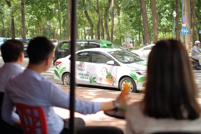 Chiec xe mau sac khuay dong duong pho Sai Gon hinh anh 1