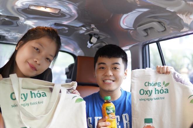 Chiec xe mau sac khuay dong duong pho Sai Gon hinh anh 2