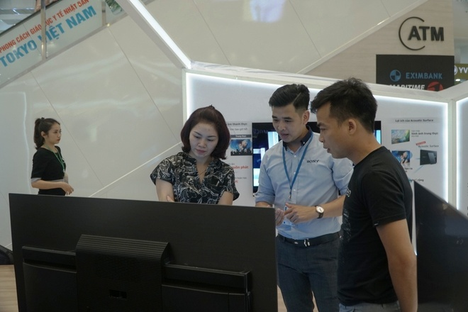 Trai nghiem am thanh Acoustic Surface, Playstation tren Bravia OLED TV hinh anh 3
