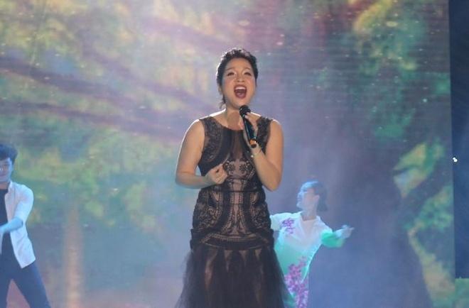 My Linh lam moi nhac co dien, Noo trinh dien hit truoc 5.000 khan gia hinh anh