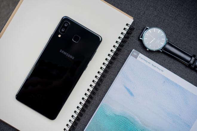 Galaxy A8 Star: Man hinh 6,3 inch, toi uu da tac vu hinh anh