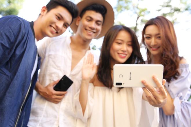 Galaxy A8 Star: Man hinh 6,3 inch, toi uu da tac vu hinh anh 3