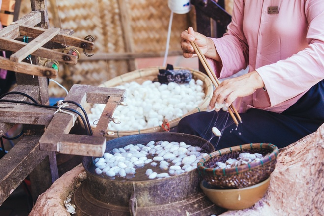 Ghe Dao Dan Gian Tham Nghe Nhan Giay Sac Phong, Det Lua To Tam Hinh