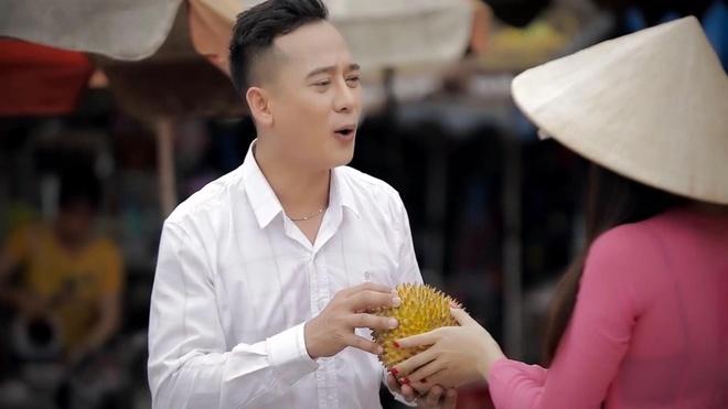 Mai Le Quyen hoa than thanh co gai ban sau rieng trong MV moi hinh anh 3