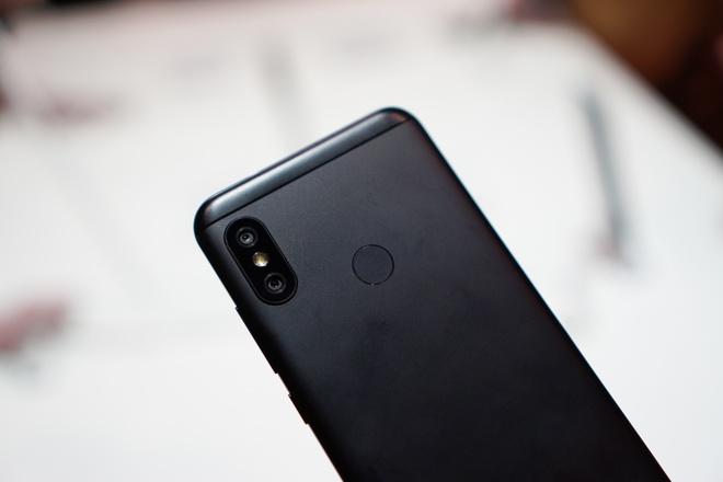 Mi A2 Lite: Smartphone tam trung so huu camera kep, lam dep bang AI hinh anh 2