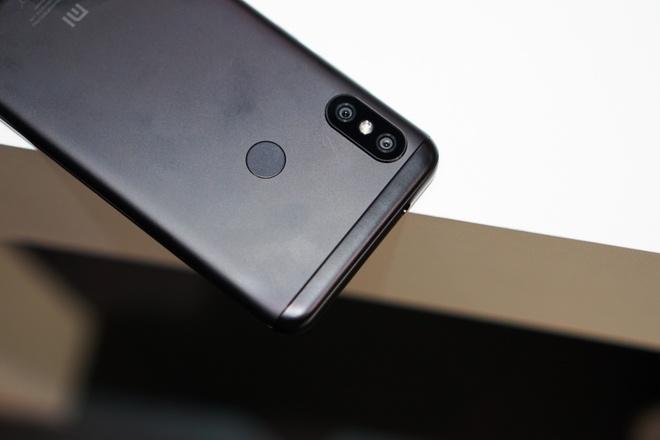 Mi A2 Lite: Smartphone tam trung so huu camera kep, lam dep bang AI hinh anh 6