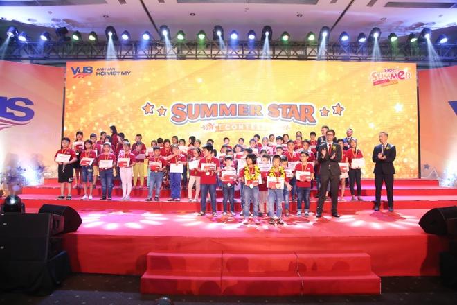 Vinh danh hon 400 hoc vien tai nang tai 'Super Summer Awards' hinh anh 1