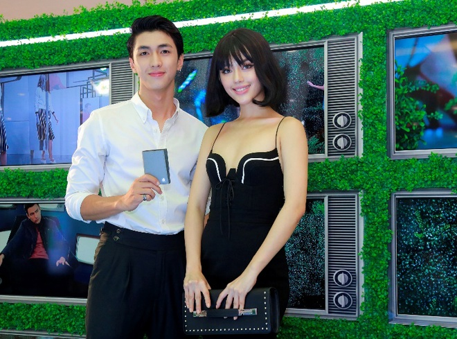 Khanh Linh The Face goi cam, sanh vai cung hot boy Binh An tai su kien hinh anh
