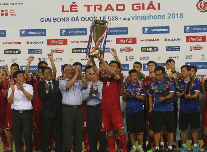 U23 Viet Nam vo dich, VNPT hoanh thanh su menh Cup VinaPhone 2018 hinh anh