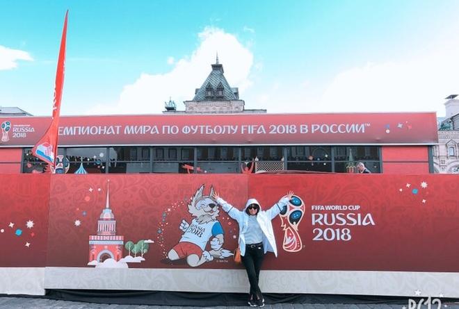 Mot ngay trai nghiem FIFA World Cup cua 2 nu CDV Viet hinh anh 1