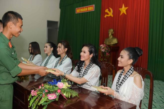 Dan hoa hau Viet Nam ky tang sach cho doc gia Sai thanh hinh anh 2
