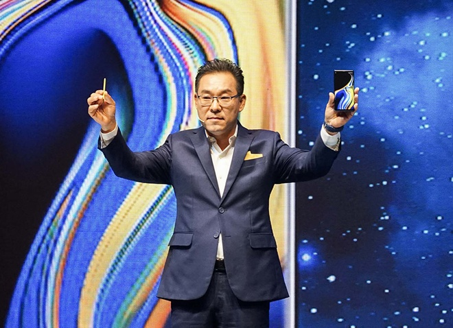 Samsung muon tung mot chiec smartphone 'chat nhat qua dat' hinh anh 1
