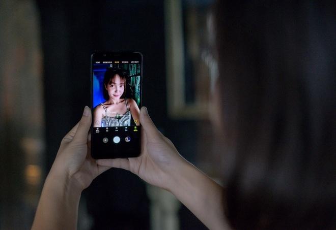 Selfie dep tu nhien voi Galaxy A8 Star hinh anh 2