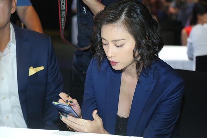Thanh Hang: 'Galaxy Note9 thong minh va khac biet' hinh anh 3